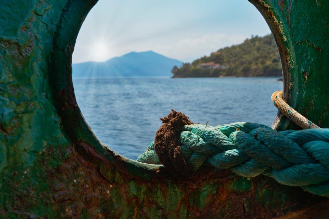 Båten hör till fiskeutrustningen